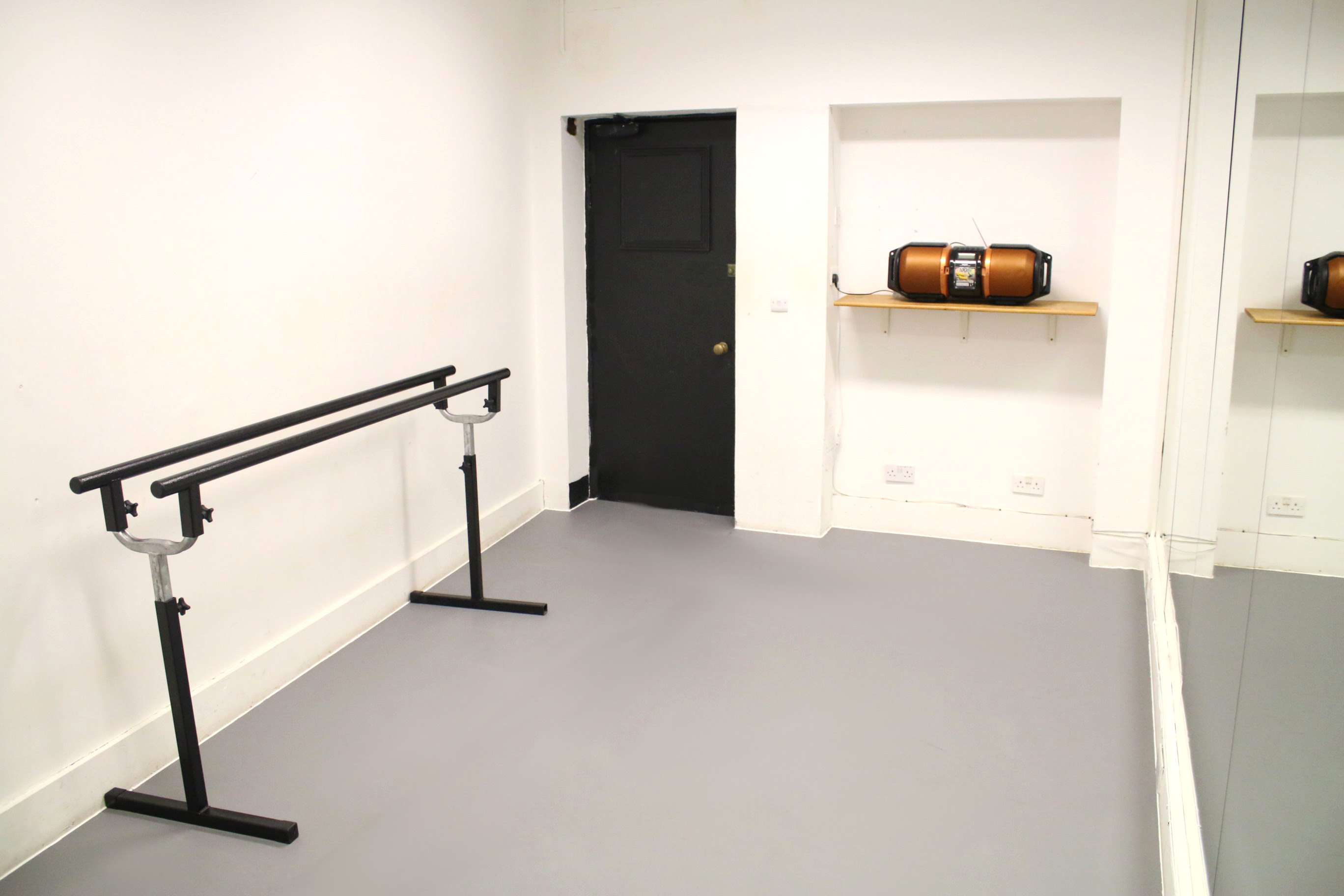 Small dance and ballet studio for hire in Central London