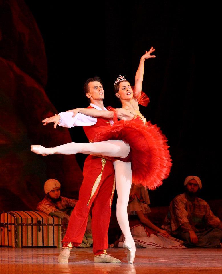 Dmitri Gruzdev teaching ballet in London at Danceworks