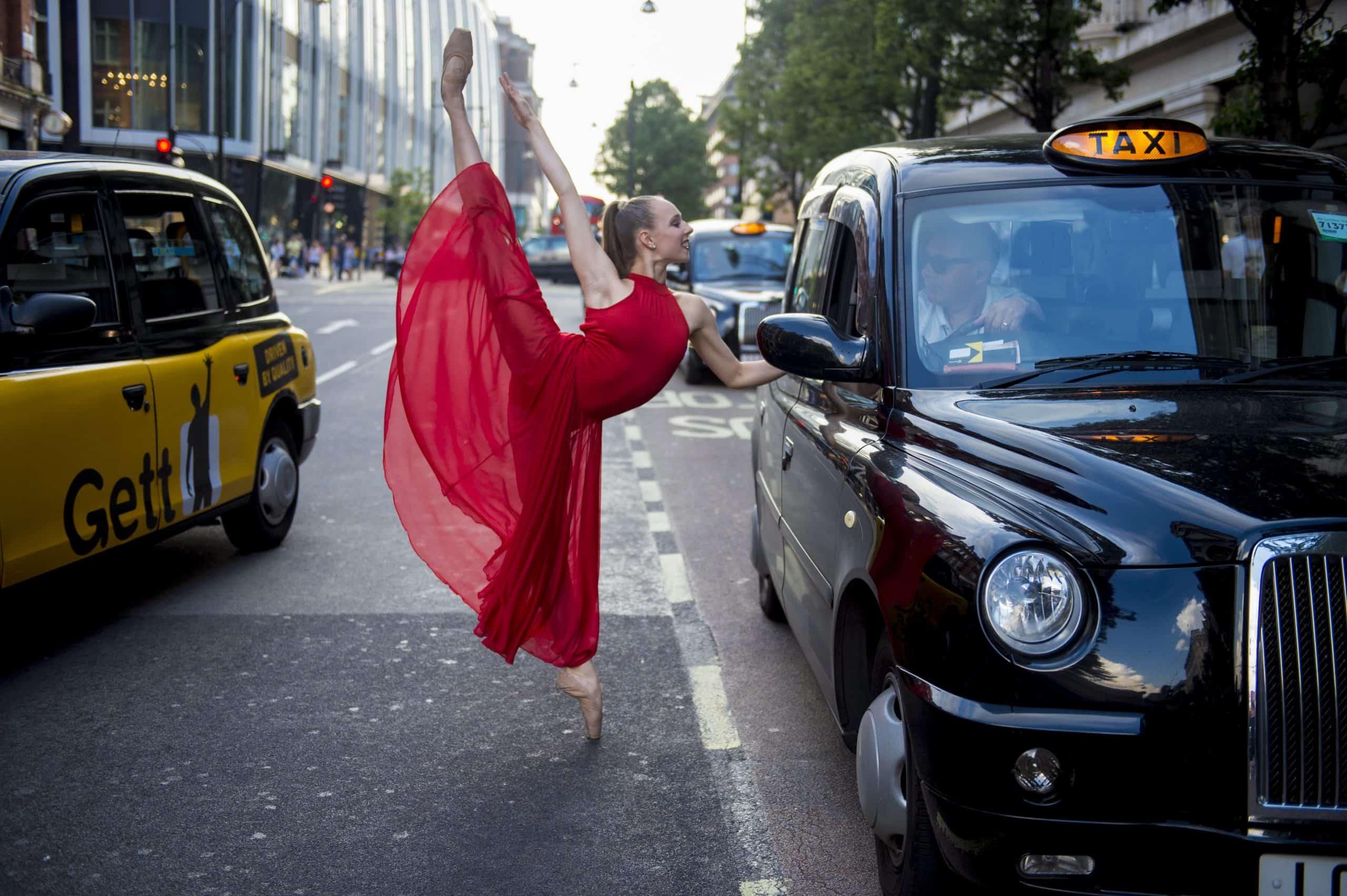 Jordan Matter Guinness world record of dancers on pointe!