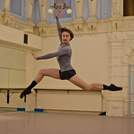Ivan Putrov guest teaching at Danceworks Ballet Academy Summer School Intensive course in London